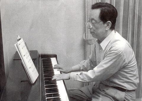 ピアノ練習中の馬驍